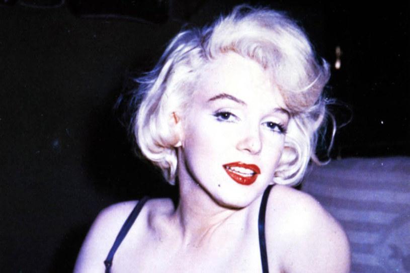 Marilyn Monroe powiedziała, że chodzi spać ubrana jedynie w zapach /East News