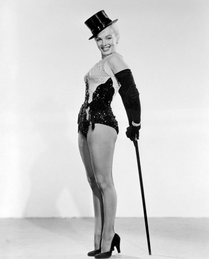 """Marilyn Monroe w scenie z komedii """"Mężczyźni wolą blondynki"""" /20TH CENTURY FOX STUDIOS /East News"""