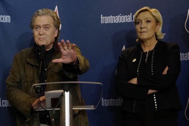 Marine Le Pen wraz ze Steve'em Bannonem /THIBAULT VANDERMERSCH /PAP/EPA