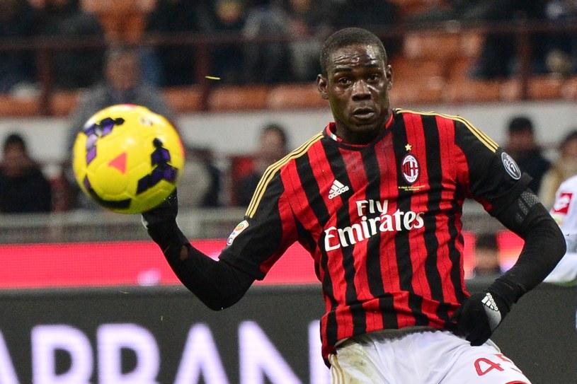 Mario Balotelli zostanie w Milanie, a klub w styczniu mają wzmocnić nowi zawodnicy /AFP