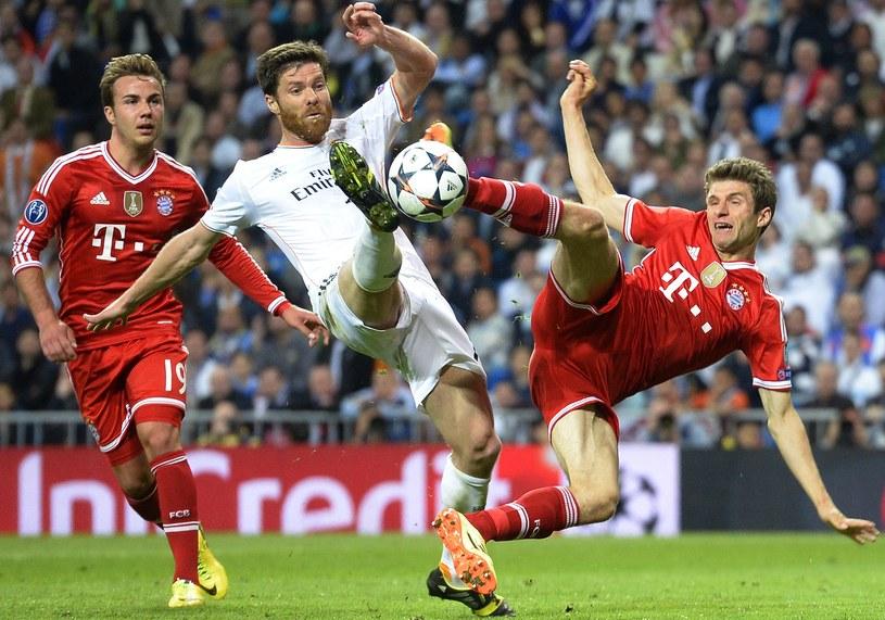 Mario Goetze, Xabi Alonso i Thomas Mueller - na Santiago Bernabeu lepszy był Real /AFP