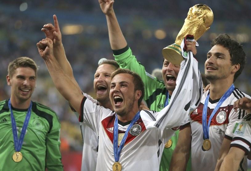 Mario Goetze z Pucharem Świata /PAP/EPA