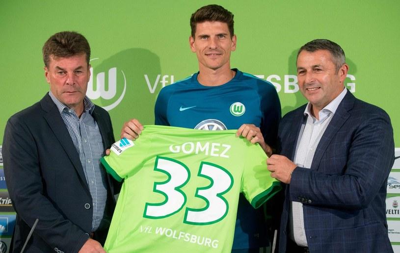 Mario Gomez na konferencji prasowej po transferze do Wolfsburga /AFP
