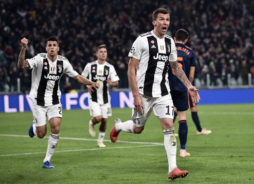 Mario Mandżukić cieszy się po strzeleniu gola /AFP