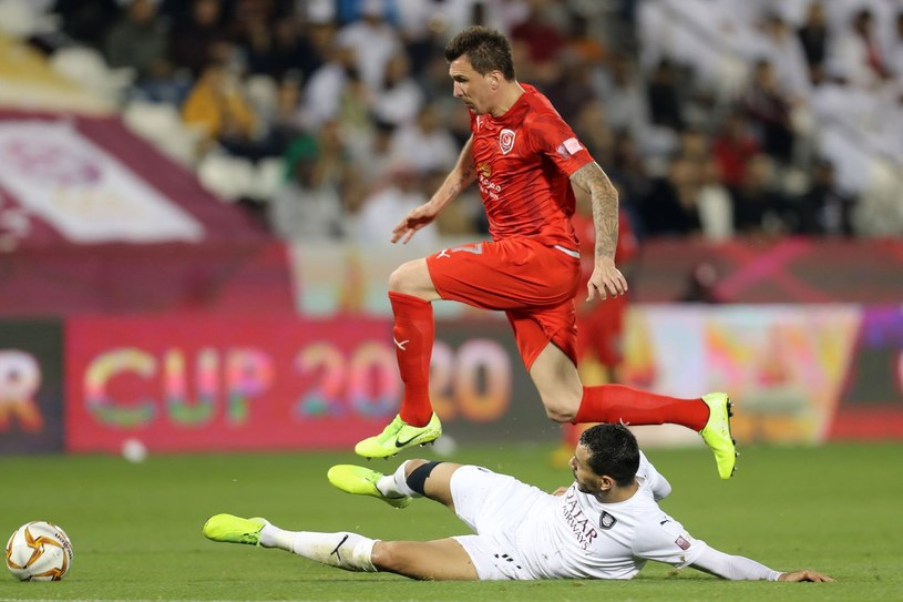 Mario Mandžukić (czerwony strój) /AFP