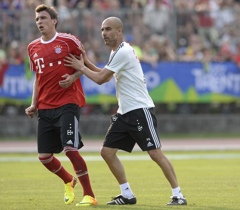 Mario Mandżukić i trener Pep Guardiola z czasów burzliwej współpracy w Bayernie Monachium /AFP