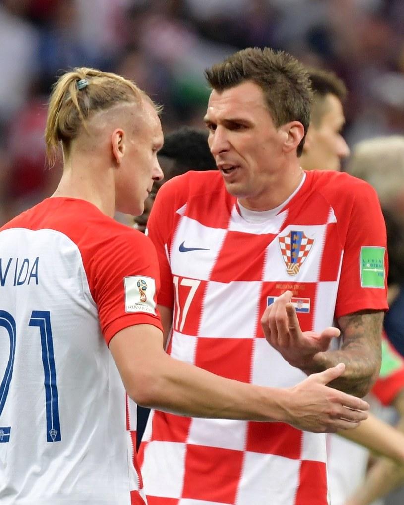 Mario Mandżukić (z prawej) i Domagoj Vida sprzeczają się po finale mistrzostw świata /PAP/EPA