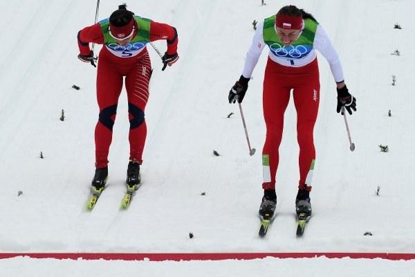Marit Bjoergen i Justyna Kowalczyk stoczyły znakomity bój w Vancouver /AFP