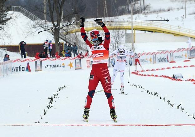 Marit Bjoergen na mecie biegu na 10 kilometrów /AFP