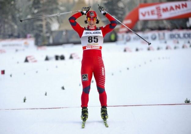 Marit Bjoergen nie pozostawiła rywalkom złudzeń, kto był w sobotę najlepszy /AFP
