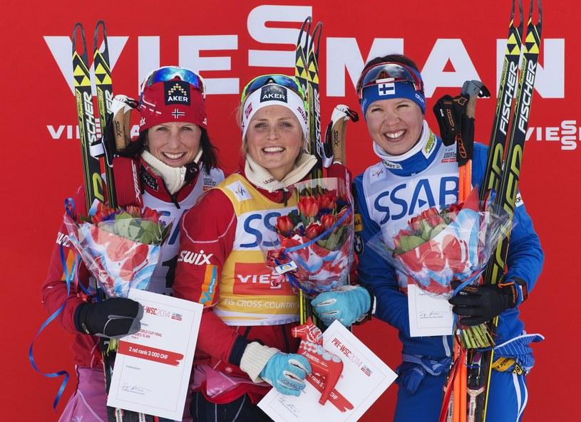 Marit Bjoergen, Therese Johaug i Kerttu Niskanen na podium w Falun /AFP