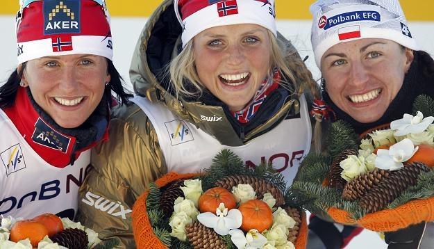 Marit Bjoergen, Therese Johaug (w środku) i Justyna Kowalczyk po biegu na 30 km /AFP