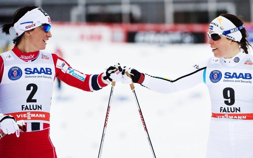 Marit Bjoergen (z lewej) i Charlotte Kalla /AFP