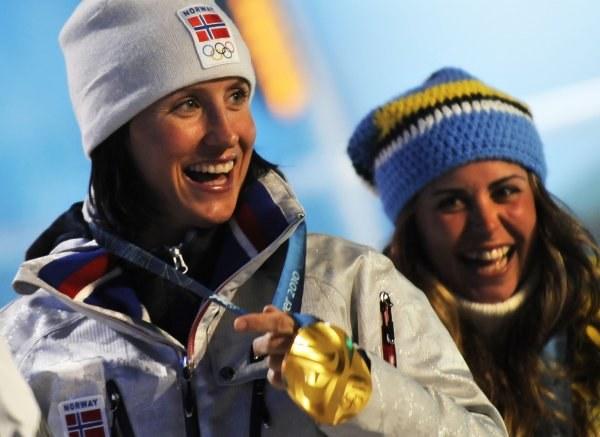 Marit Bjoergen ze złotym medalem IO w Vancouver /AFP