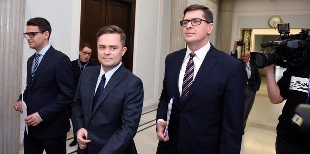 Mariusz Antoni Kamiński, Adam Hofman i Adam Rogacki /PAP/Radek Pietruszka    /PAP