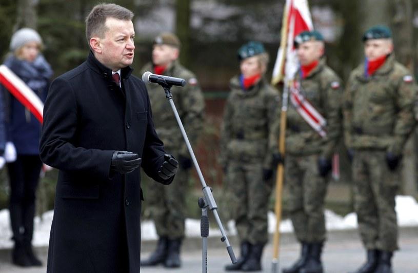 Mariusz Błaszczak podczas przysięgi żołnierzy 1. Podlaskiej Brygady Obrony Terytorialnej /Artur Reszko /PAP