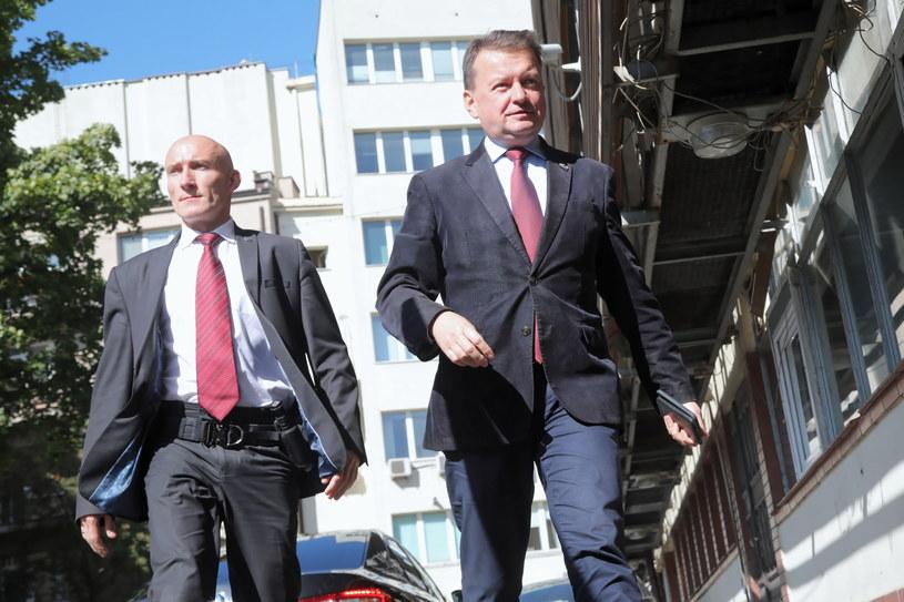 Mariusz Błaszczak w drodze do siedziby PiS /Wojciech Olkuśnik /PAP