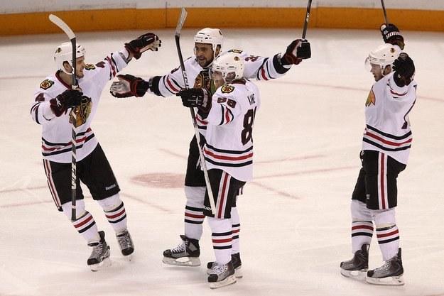 Mariusz Czerkawski kibicuje Chicago Blackhawks /AFP