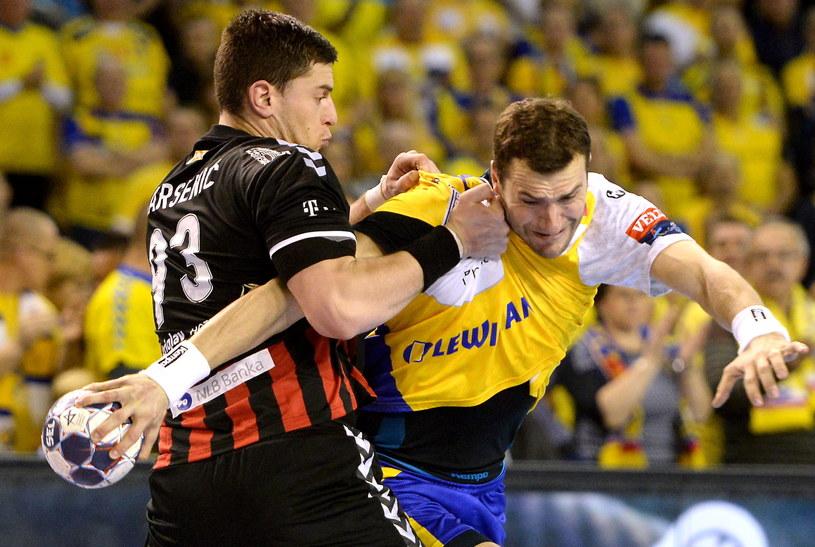 Mariusz Jurkiewicz (z prawej) w meczu z Vardarem /Fot. Piotr Polak /PAP