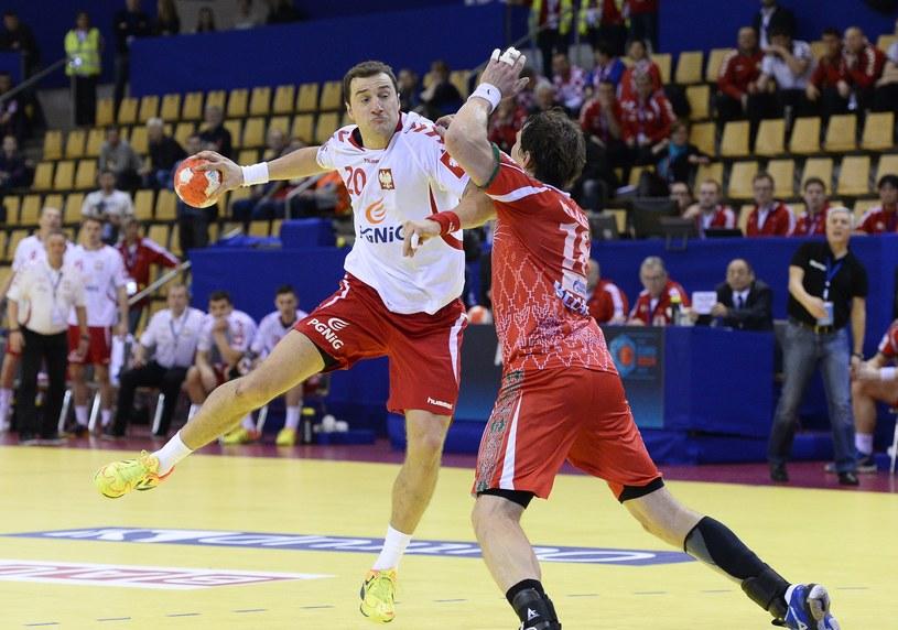 Mariusz Jurkiewicz zdobywa zwycięską bramkę w meczu z Białorusią /AFP