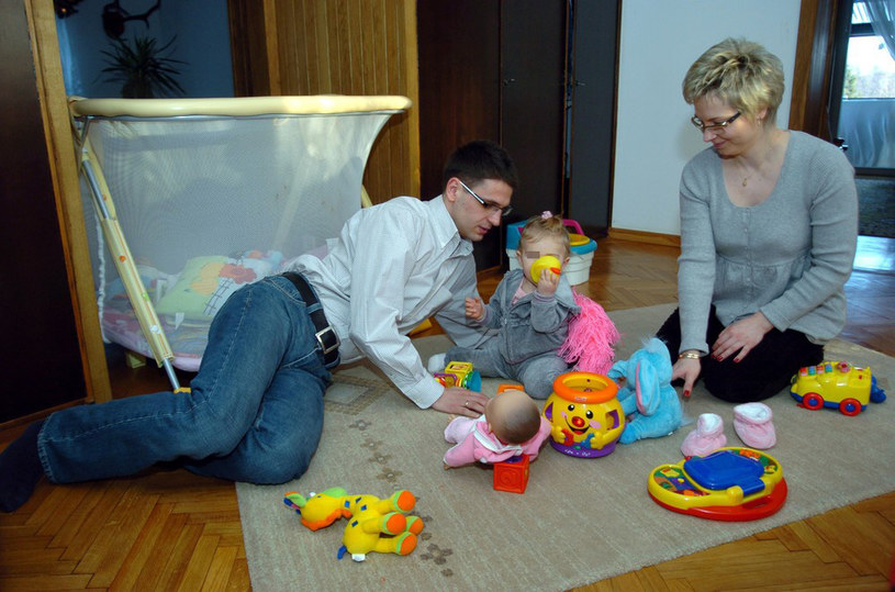 Mariusz Kamiński z byłą żoną Anną i córką Julią - 2008 r. /Leon Stankiewicz /Reporter