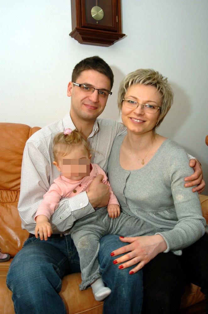 Mariusz Kamiński z żoną Anną i córką /Leon Stankiewicz /Reporter