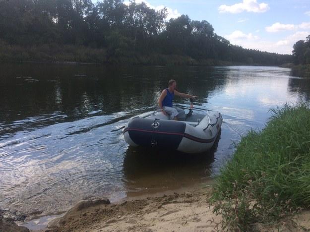 Mariusz Matuszak obsługiwał prom przez 26 lat, teraz obsługuje ponton /Mateusz Chłystun /RMF FM