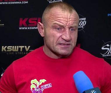 """Mariusz Pudzianowski: Gdy Bombardier na mnie ruszył, pomyślałem """"o mamo"""" i ustrzeliłem go bombą. WIDEO (Polsat Sport)"""