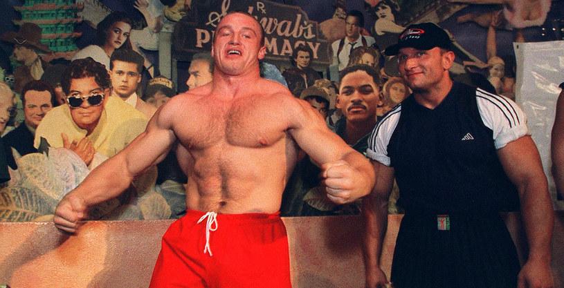 Mariusz Pudzianowski na zawodach w Honk Kongu w 1999 roku /AFP