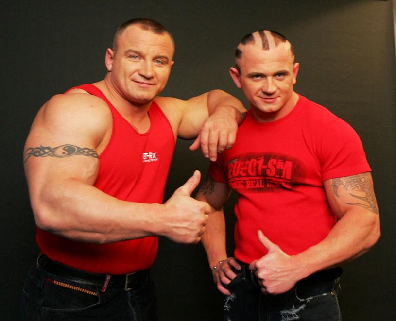 Mariusz Pudzianowski z bratem Krystianem /ADAM NOCON /East News