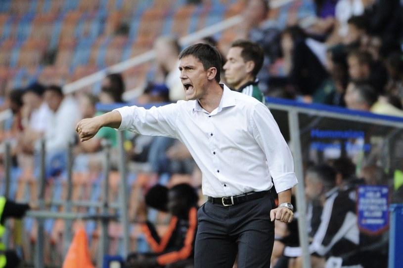 Mariusz Rumak, trener Lecha, w trakcie meczu w Sztokholmie /AFP