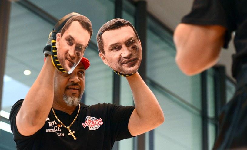 Mariusz Wach obija na treningu Władymira Kliczkę /AFP