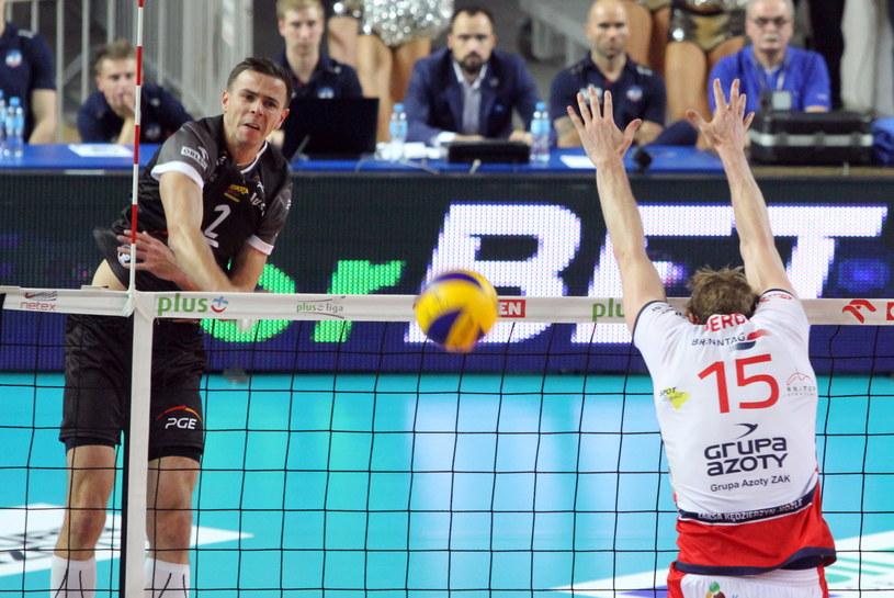 Mariusz Wlazły w meczu z ZAKS-ą Kędzierzyn-Koźle /Fot. Krzysztof Świderski /PAP