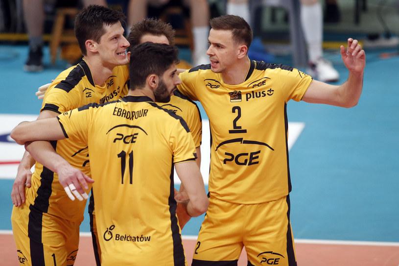 Mariusz Wlazły (z prawej) z kolegami z PGE Skry /Jakub Piasecki /Newspix