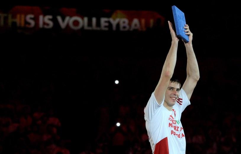 Mariusz Wlazły z trofeum dla MVP MŚ /Andrzej Grygiel /PAP