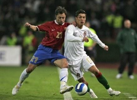 Marjan Marković w starciu z Cristiano Ronaldo /AFP