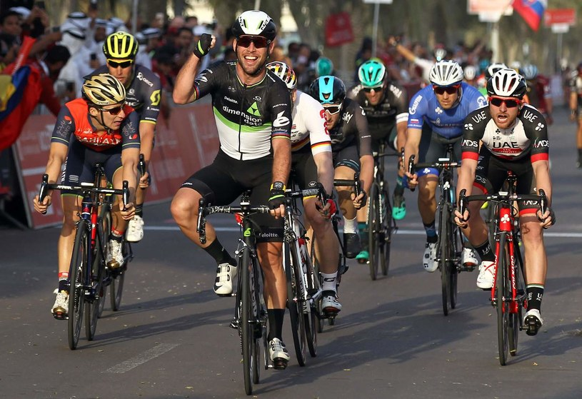 Mark Cavendish (z przodu) /AFP