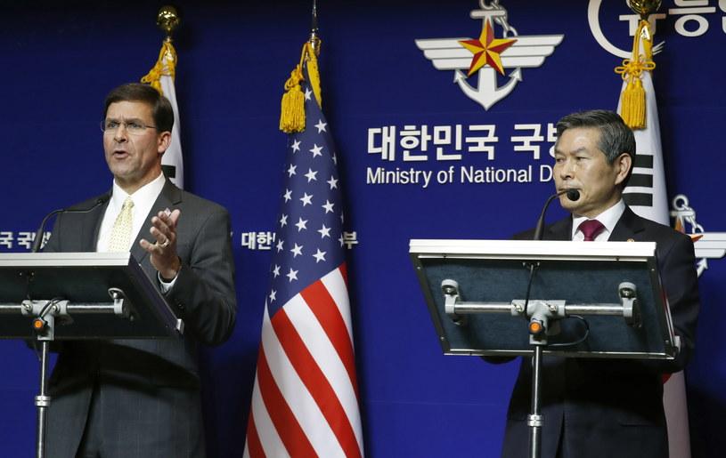 Mark Esper podczas wspólnej konferencji prasowej z ministrem obrony Korei Płd. Dziong Kiongiem Du /JEON HEON-KYUN/POOL /PAP/EPA