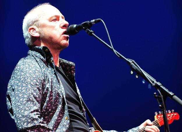 """Mark Knopfler (Dire Straits) w przeboju """"Money For Nothing"""" trzykrotnie użył słowa """"pedał"""" /arch. AFP"""