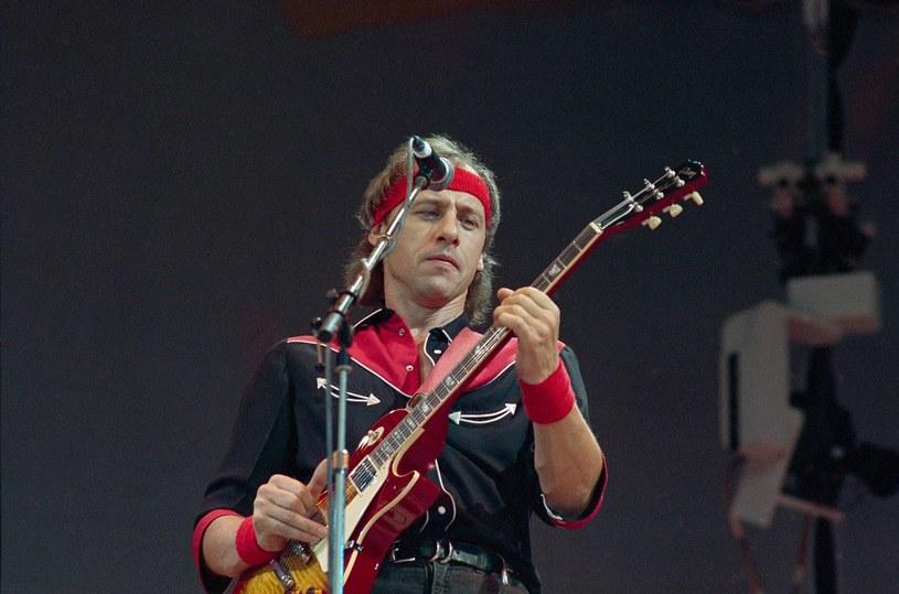 Mark Knopfler z Dire Straits podczas Live Aid w 1985 r. /AP/Fotolink