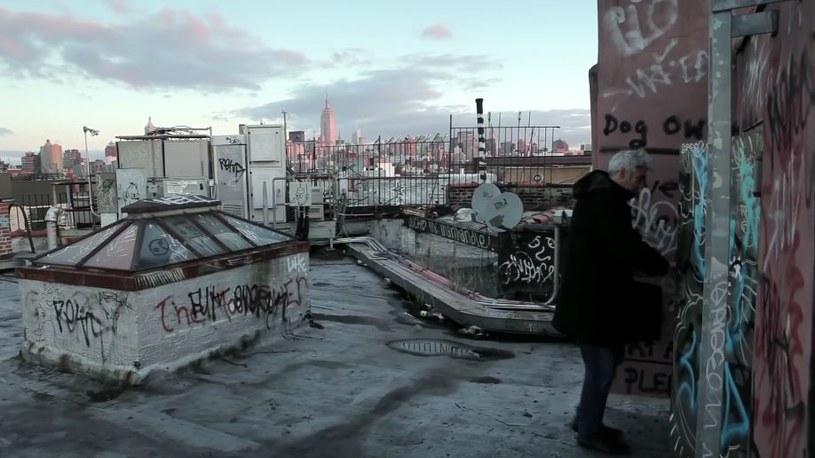 """Mark na """"swoim"""" dachu. To tutaj spędził sześć lat życia /YouTube"""