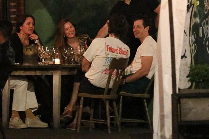 Mark Ronson i Grace Gummer na wspólnej kolacji /BACKGRID /East News