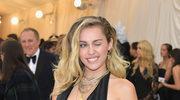 """Mark Ronson i uciekająca Miley Cyrus (nowy teledysk """"Nothing Breaks Like a Heart"""")"""