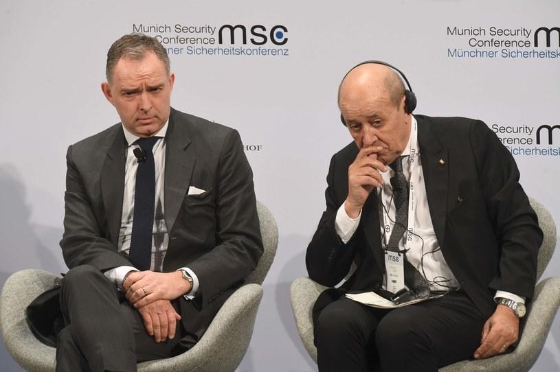 Mark Sedwill, doradca premiera Wlk. Brytanii ds. bezpieczeństwa narodowego oraz szef MSZ Francji Jean-Yves Le Drian /AFP