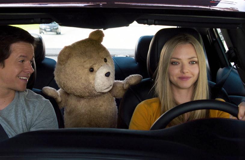 "Mark Wahlberg, Ted i Amanda Seyfried w filmie ""Ted 2"" /materiały dystrybutora"
