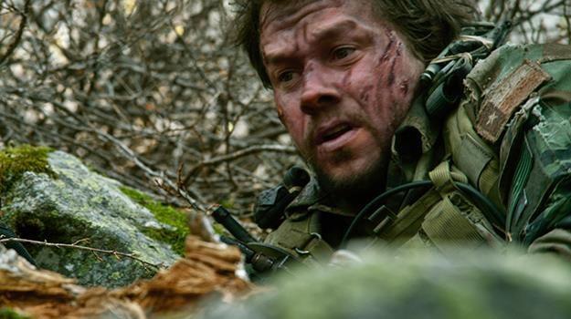 "Mark Wahlberg w scenie z filmu ""Ocalony"" /materiały dystrybutora"