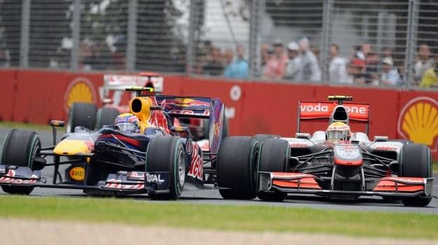 Mark Webber toczył zażartą walkę z Lewisem Hamiltonem na torze Albert Park /AFP