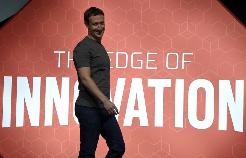 Mark Zuckerberg i jego standardowy strój - t-shirt i jeansy /AFP