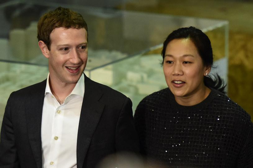 Mark Zuckerberg i jego żona Priscilla Chan /AFP
