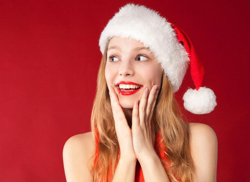 Marka Giorgio Armani ogłosiła, że w grudniu zanotowała wyraźny wzrost sprzedaży czerwonych szminek. /Picsel /123RF/PICSEL